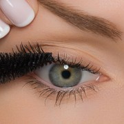 How to coat lashes with a mascara